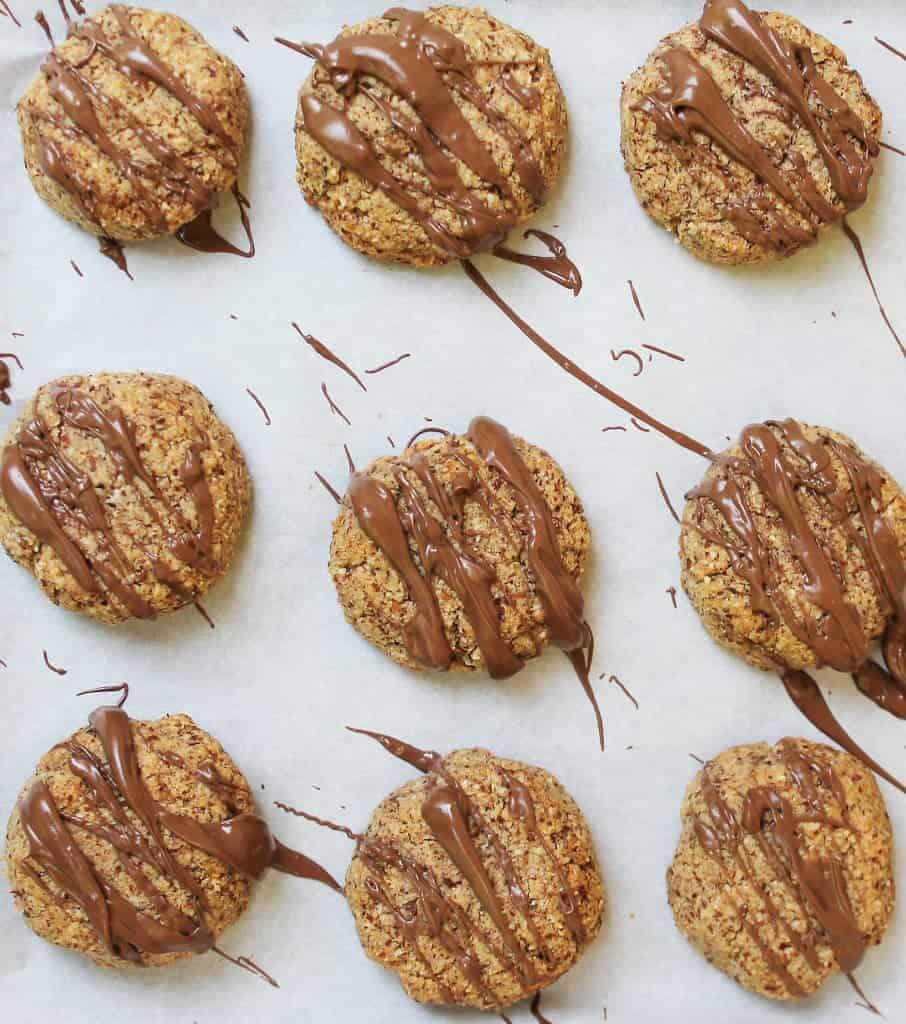hazelnut bites with chocolate