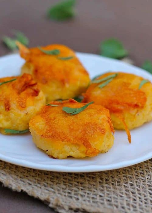 Cheddar Grits Cakes