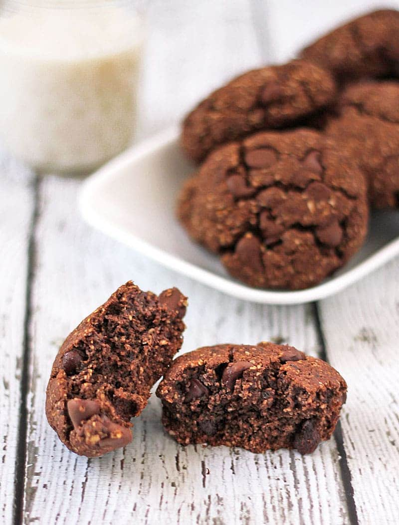 Easy and tasty, these cookies are made with only 10 ingredients - that include coffee, chocolate, and oats!
