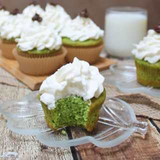 Green Smoothie Cupcakes Coconut Vanilla Frosting #PurelySimple