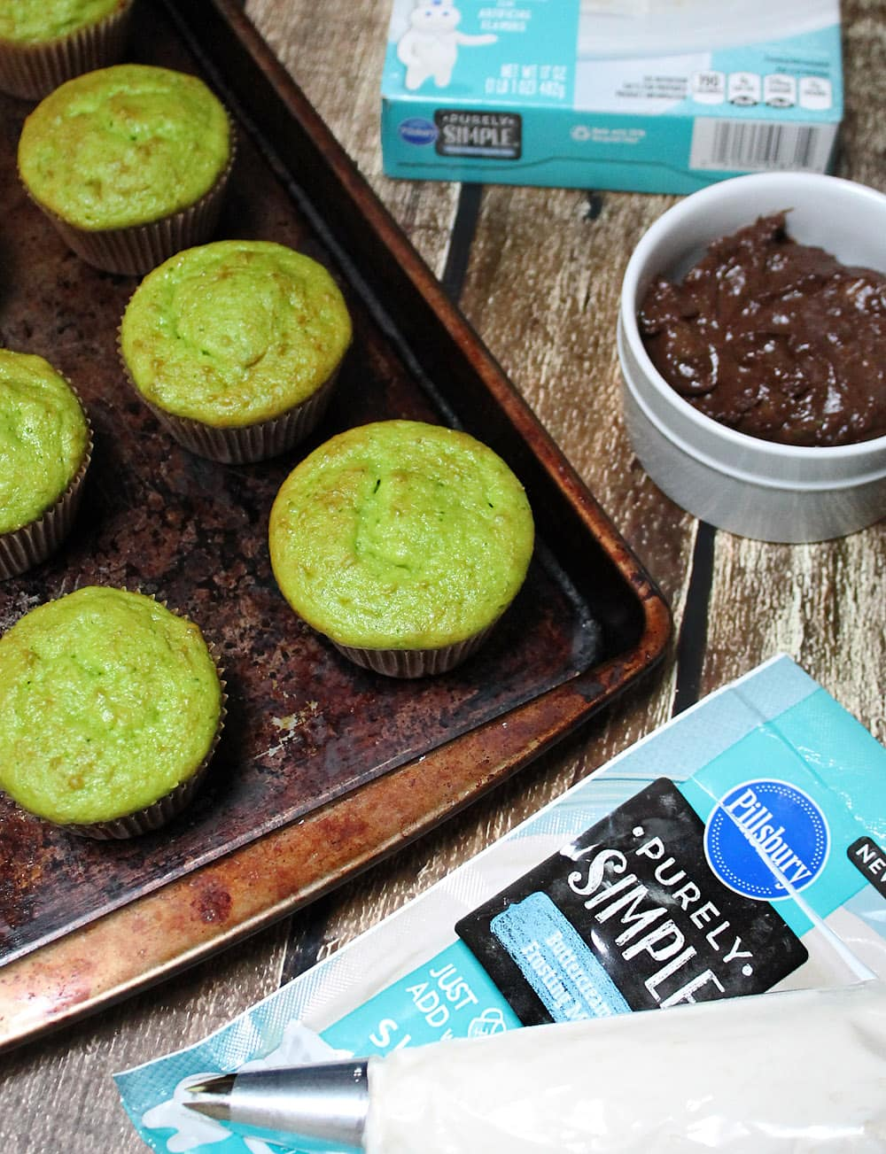 Naturally Green Colored Cupcakes #PurelySimple