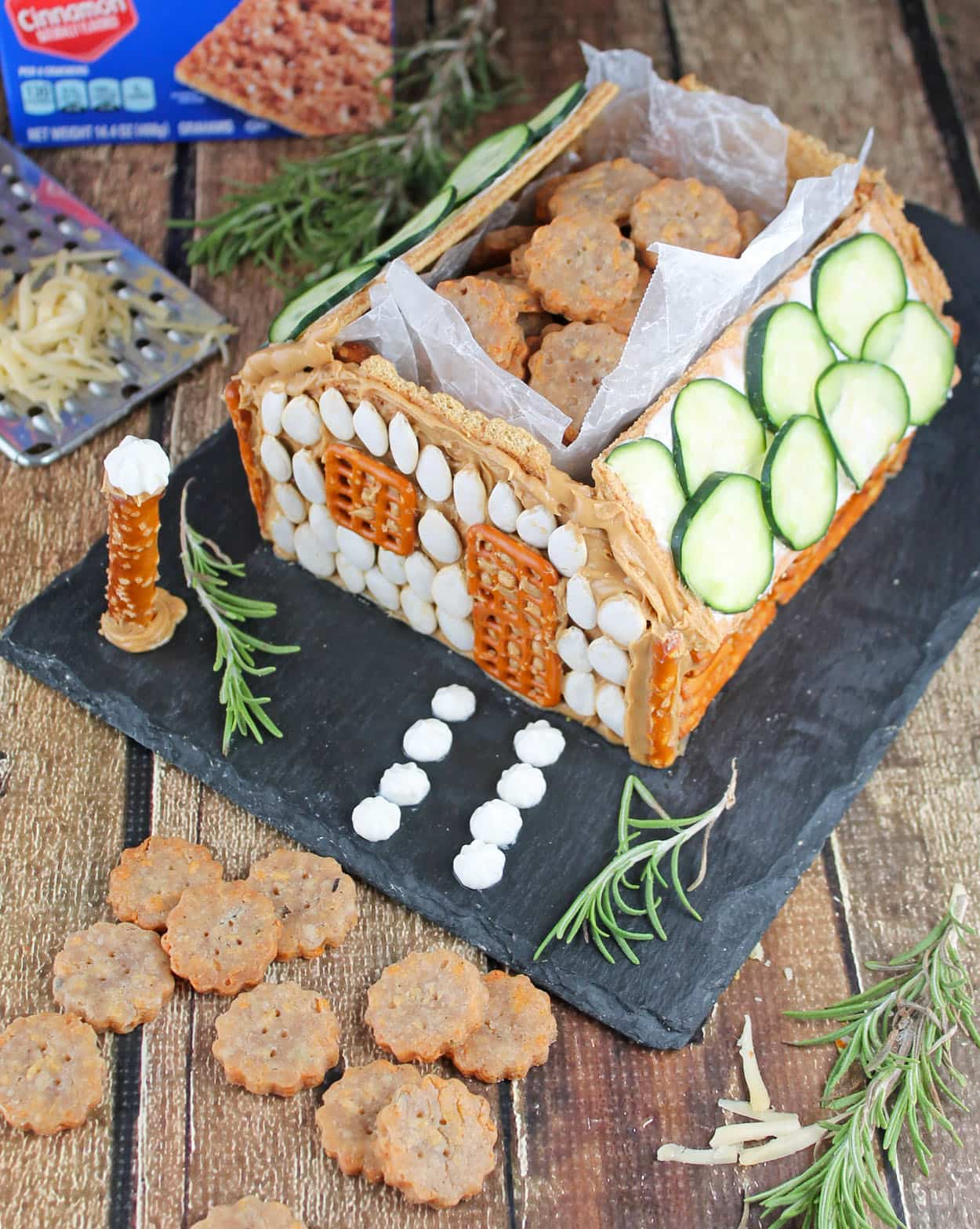 Rosemary Gouda Crackers in a #HoneyMaidHouse