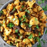 Photo Delicious Spicy Cauliflower With Figs