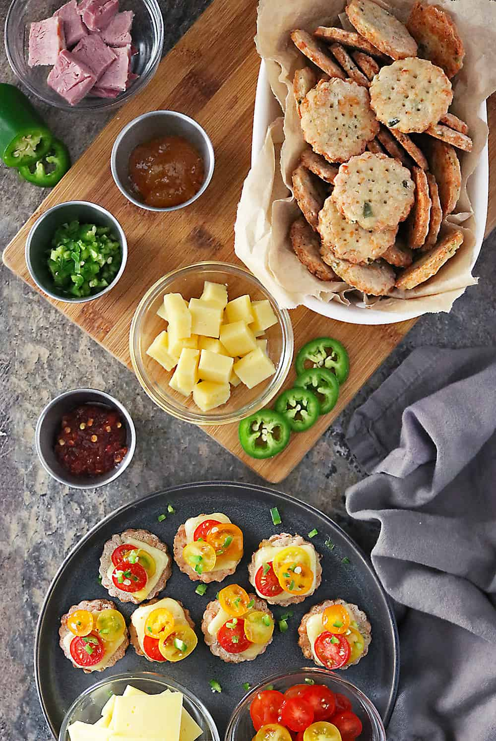 Photo Jalapeno Cheese Cracker Platter