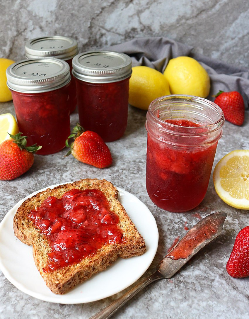 Easy Strawberry Lemonade Marmalade Ball Jars