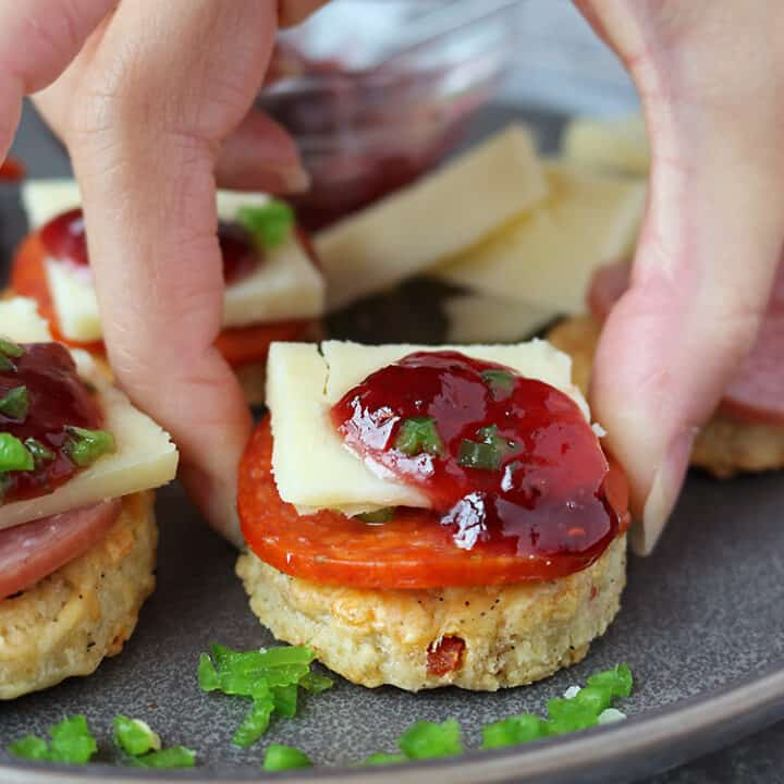 Easy Cheddar Jalapeño Pepperoni Cracker Appetizers