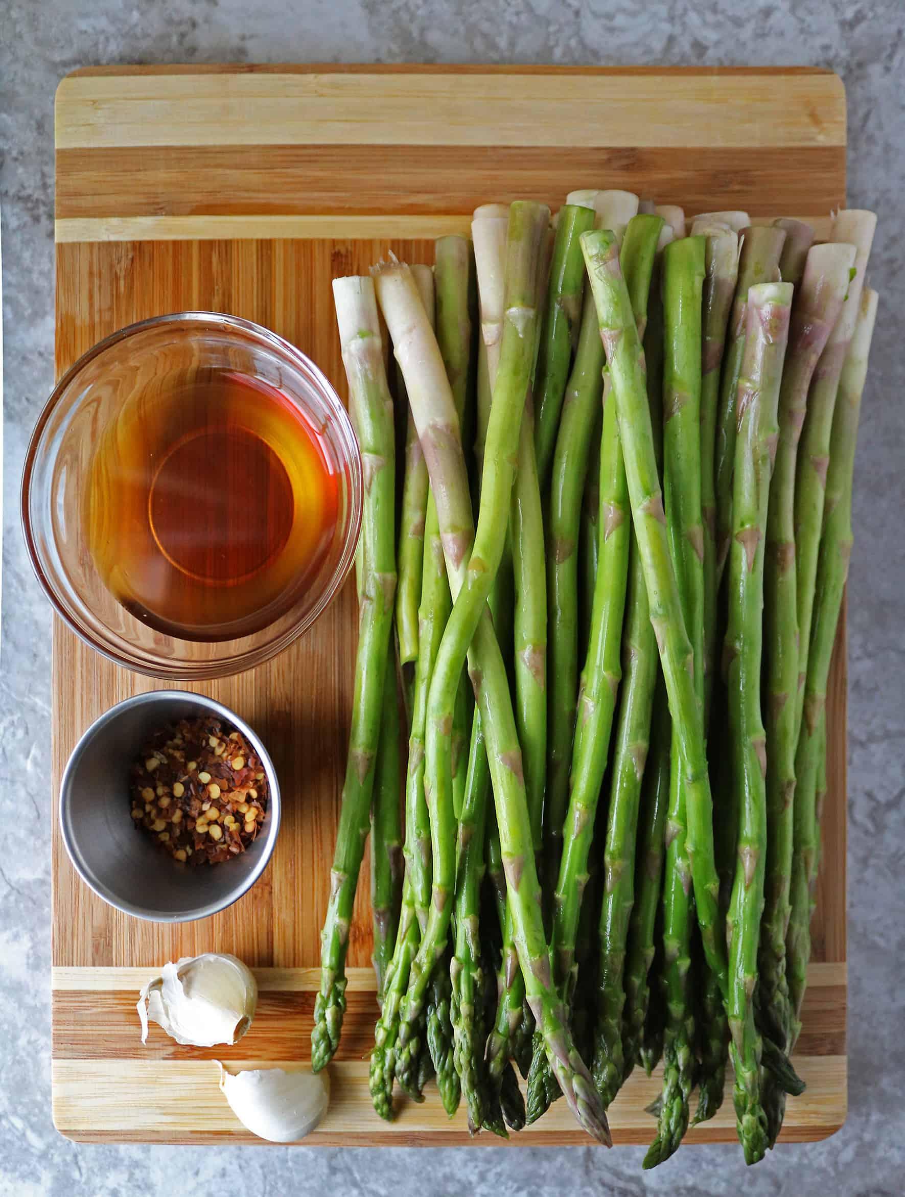 Ingredients to make Garlic asparagus
