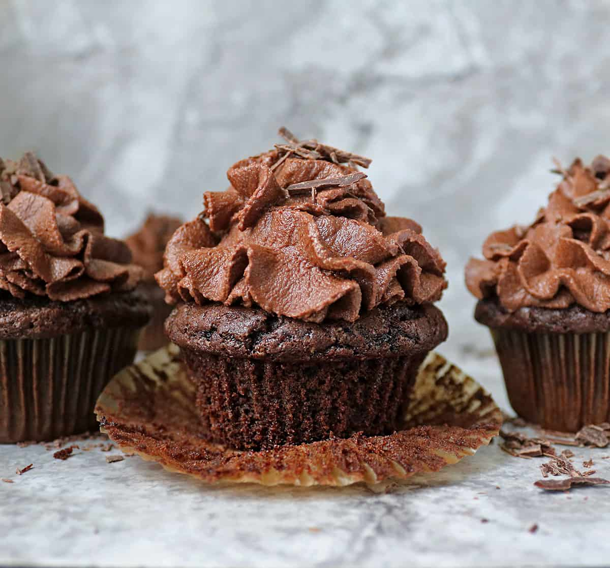 Easy Tasty Addicting vegan chocolate cupcakes made with ten ingredients only.