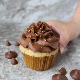 Easy vegan Cupcakes with vegan chocolate frosting