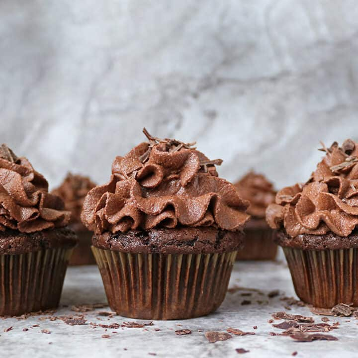 6 Easy Vegan Chocolate Cupcakes without any vinegar, lemon juice, or flax eggs