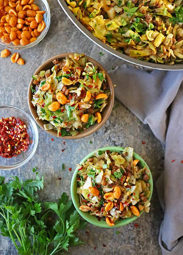 Easy cabbage salad with canned lentils in 2 bowls