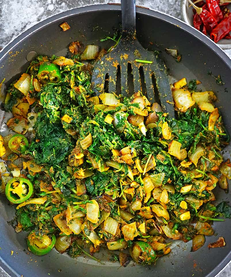 Making spinach hash for spinach soup