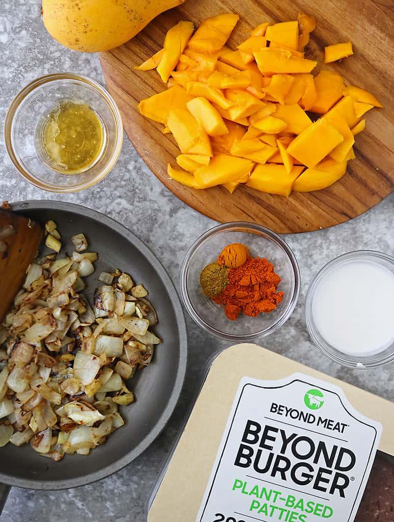 Ingredients to make spicy mango sauce