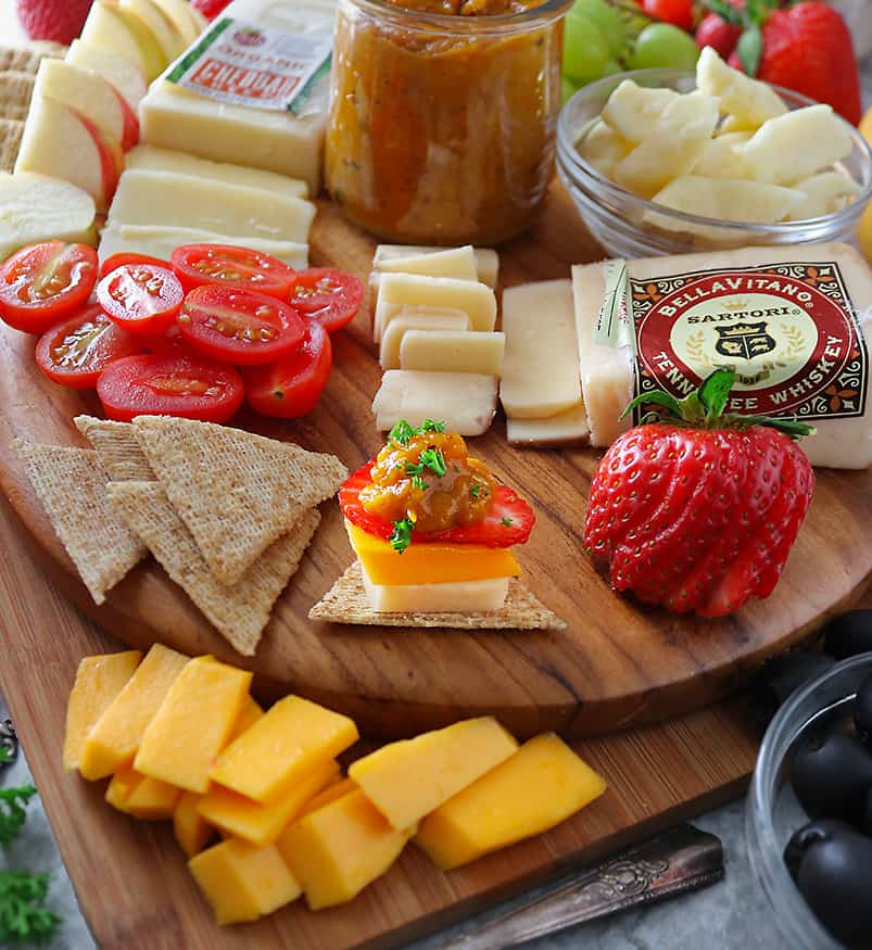 Delicious fruit cheese chutney appetizers