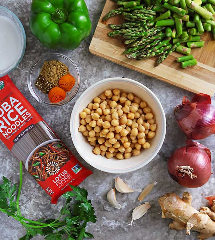12 ingredients needed to make tasty curry noodles